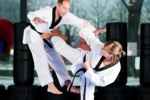Taekwondo kick by woman knocks out man
